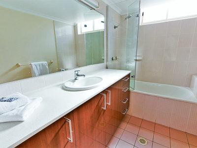 24. Sandcastles-Currumbin-Clean Bathrooms